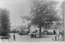 The Square, Fair Oak - old, black and white image